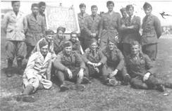 Foto di gruppo: Battista è il primo in piedi, da destra.