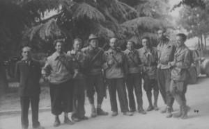 Partigiani in festa dopo il 25 aprile '45 nei pressi del castello di Brescia