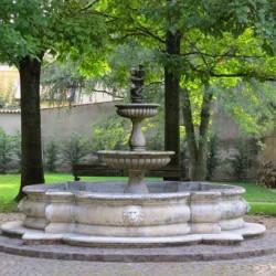 Fontana nel giardino della RSA.